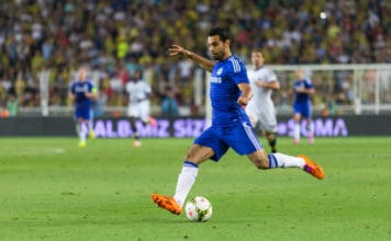 ISTANBUL - AUGUST 08, 2014: Mohamed Salah angriber i Soma Charity Tournament i Sukru Saracoglu Stadium.