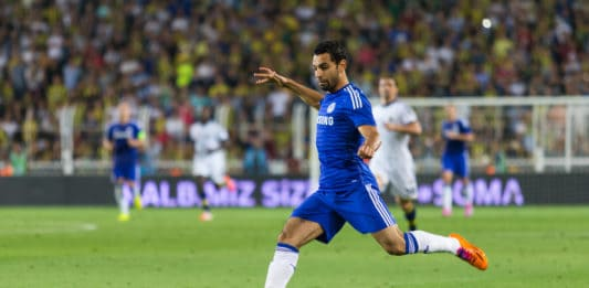 ISTANBUL - AUGUST 08, 2014: Mohamed Salah angriber i Soma Charity Tournament i Sukru Saracoglu Stadium.