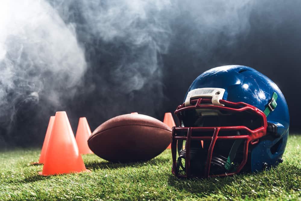 Amerikansk fodbold (NFL) - Hjelm og bold